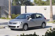 фото Nissan Versa хетчбэк 1 поколение